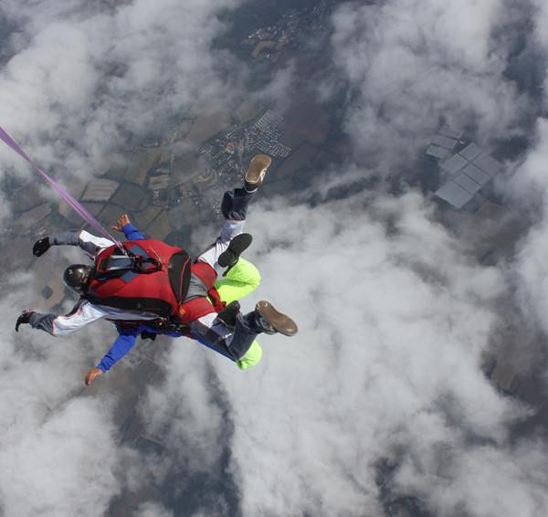 Saut en parachute en tandem (avant l'ouverture)